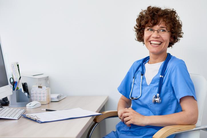 Os médicos do trabalho devem confirmar que o trabalhador se encontra em condições de saúde indicadas para executar determinada função.