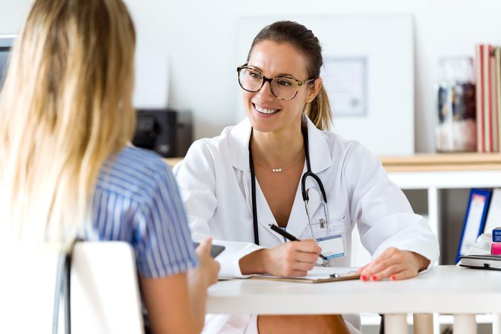 Os médicos são os profissionais mais bem remunerados na área da saúde.