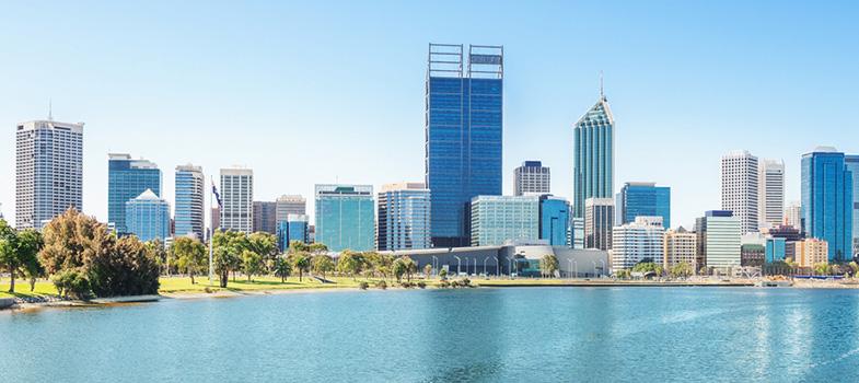 <p>A <strong>University of Western Australia (UWA)</strong>, localizada na cidade de Perth, na Austrália, está com inscrições abertas para o seu programa de <strong>bolsas de mestrado para estudantes internacionais</strong>. As candidaturas podem ser feitas até 31 de dezembro deste ano, pelo e-mail <a href=mailto:admissions@uwa.edu.au>admissions@uwa.edu.au</a>.</p><blockquote style=text-align: center;>Veja mais bolsas de estudo<a href=bolsas.universia.net title=Bolsas Universia target=_blank>aqui</a></blockquote><p></p><p><span style=color: #333333;><strong>Você pode ler também:</strong></span><br/><a href=https://noticias.universia.com.br/estudar-exterior/noticia/2016/08/03/1142407/instituicao-barcelona-dara-bolsas-fotografia-jornalismo-cinema-design.html title=Instituição de Barcelona dará bolsas para fotografia, jornalismo, cinema e design>» <strong>Instituição de Barcelona dará bolsas para fotografia, jornalismo, cinema e design</strong></a><br/><a href=https://noticias.universia.com.br/estudar-exterior/noticia/2016/08/08/1142531/programa-formula-santander-oferece-100-bolsas-estudo-5-mil-euros.html title=Programa Fórmula Santander oferece 100 bolsas de estudo de 5 mil euros>» <strong>Programa Fórmula Santander oferece 100 bolsas de estudo de 5 mil euros</strong></a><br/><a href=https://noticias.universia.com.br/estudar-exterior title=Todas as notícias sobre Bolsas de estudo e prêmios>» <strong>Todas as notícias sobre bolsas de estudo e prêmios<br/><br/><br/></strong></a></p><p>Serão oferecidas bolsas para 39 cursos de mestrado, nas mais diversas áreas, incluindo arquitetura, jornalismo, relações internacionais, finanças, engenharia, direito, tecnologia da informação e muitos outros (confira a lista completa <a href=https://www.studyat.uwa.edu.au/international/masters-scholarships title=Mestrados UWA target=_blank>aqui</a>). <strong><a href=https://noticias.universia.com.br/destaque/noticia/2016/08/02/1142383/toefl-gratis-competicao-pagara-exame-vencedor.html tit