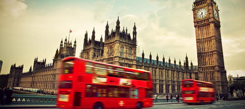 A Universidade de Westminster, em Londres, na Inglaterra, oferece <strong>bolsas de estudo integrais para graduação e pós-graduação,</strong> voltadas para <a href=https://noticias.universia.com.br/educacao/noticia/2016/09/05/1143314/programa-mec-ampliara-acesso-indigenas-negros-pessoas-deficiencia-intercambio-pos.html title=Programa do MEC ampliará acesso de indígenas, negros e pessoas com deficiência a intercâmbio e pós>estudantes internacionais com bom desempenho acadêmico e com baixas condições financeiras</a>. As inscrições ficam abertas até o dia 14 de outubro deste ano. <p></p><p></p><span style=color: #333333;><strong>Você pode ler também:</strong></span><br/><a href=https://noticias.universia.com.br/educacao/noticia/2016/09/06/1143356/mec-anuncia-investimento-r-297-milhes-bolsas-capes.html title=MEC anuncia investimento de R$ 297 milhões em bolsas da Capes>» <strong>MEC anuncia investimento de R$ 297 milhões em bolsas da Capes</strong></a><br/><a href=https://noticias.universia.com.br/estudar-exterior/noticia/2016/09/02/1143284/universidade-inglesa-da-bolsas-5-mil-libras-pos-graduacao.html title=Universidade inglesa dá bolsas de 5 mil libras para pós-graduação>» <strong>Universidade inglesa dá bolsas de 5 mil libras para pós-graduação</strong></a><br/><a href=https://noticias.universia.com.br/estudar-exterior/noticia/2016/08/30/1143147/universidade-da-bolsas-40-mil-dolares-graduacao-canada.html title=Universidade dá bolsas de até 40 mil dólares para graduação no Canadá>» <strong>Universidade dá bolsas de até 40 mil dólares para graduação no Canadá</strong></a><p></p><p></p> Para concorrer ao programa, os estudantes precisam enviar o formulário de inscrição para bolsas de estudo preenchido, bem como os documentos obrigatórios, todos traduzidos para a língua inglesa. <p></p><p></p> A relação inclui uma cópia da carta ou e-mail enviados pela universidade com a confirmação da oferta de vagas para o curso de interesse do candidato, comprovante do último curso su