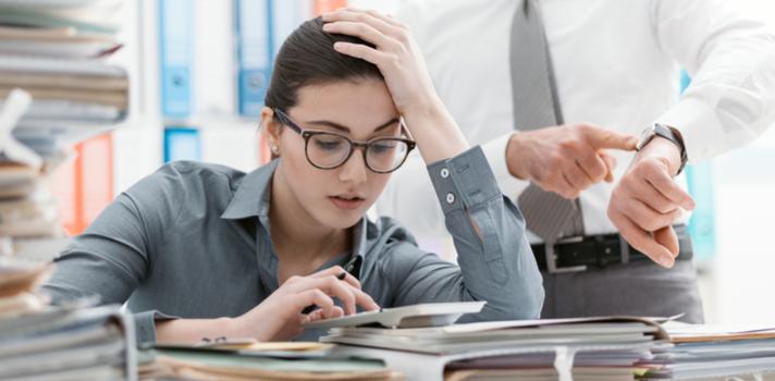 En ocasiones que tu jefe te valore no impedirá que te cargue de trabajo, y delegue en ti las responsabilidades con mayor peso