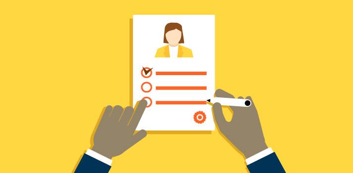 Melhorar o currículo é fundamental para ser contratado no atual mercado de trabalho.