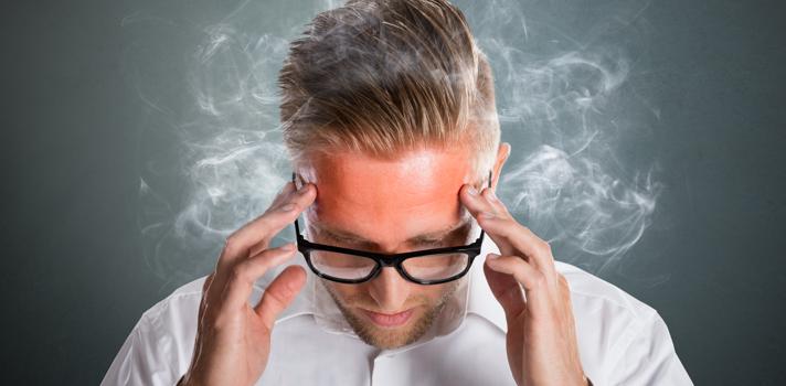 Antes de que tu cabeza explote, tómate unos minutos para practicar estas posturas y relajar cuerpo y mente
