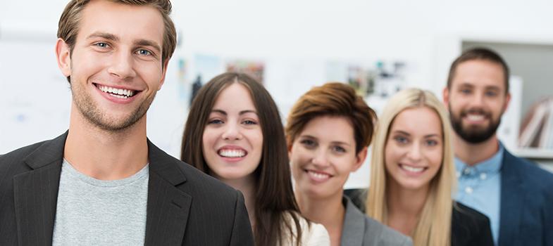 A <strong>Academia de Trainees Aki está com inscrições abertas</strong>, até ao dia 9 de outubro, para o seu <strong>programa de trainees</strong>. A oportunidade vai permitir que 30 jovens exerçam cargos de chefia em empresas de retalho, durante o período de um ano, podendo conquistar competências e experiência nas áreas de eficiência operacional, controle interno e compliance, vendas, marketing e canais de distribuição, supply chain, finanças e gestão de stocks. Os candidatos selecionados para esta Academia de Trainees Aki terão também a <a href=https://noticias.universia.pt/emprego/noticia/2016/05/12/1139380/4-caracteristicas-valorizadas-recrutadores.html title=4 características valorizadas pelos recrutadores>oportunidade de desenvolver as competências de negociação</a>e relacionamento com fornecedores, clientes, chefias e colegas.<br/><br/><p><span style=color: #333333;><strong>Leia também:</strong></span><br/><a href=https://noticias.universia.pt/emprego/noticia/2016/07/22/1142070/perceber-caminho-sucesso.html title=Como perceber se está no caminho para o sucesso>» <strong>Como perceber se está no caminho para o sucesso</strong></a><br/><a href=https://noticias.universia.pt/emprego/noticia/2016/07/18/1141919/3-dicas-conseguir-emprego-sonhos.html title=3 dicas para conseguir o emprego dos seus sonhos>» <strong>3 dicas para conseguir o emprego dos seus sonhos</strong></a><br/><a href=https://noticias.universia.pt/educacao/noticia/2016/07/05/1141539/cerca-75-jovens-portugueses-acreditam-vao-profissao-valorizada-futuro.html title=Cerca de 75% dos jovens portugueses acreditam que vão ter uma profissão valorizada no futuro>» <strong>Cerca de 75% dos jovens portugueses acreditam que vão ter uma profissão valorizada no futuro<br/><br/></strong></a></p><p>O objetivo é <strong>transformar o jovem que sai da universidade num chefe de departamento</strong>, preparado para assumir as responsabilidades da área. Durante todo o ano do programa, o trainee será acompanhado pelo 