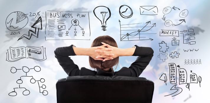 """<p>El <strong>estrés laboral del día a día</strong> en el que a veces nos vemos sometidos puede hacernos sentir que ya no nos interesa la profesión que hemos elegido. Esta es una sensación que muchas personas experimentan en algún momento de su carrera, pero probablemente no se trate de que hayan elegido mal sino del <strong>agobio en el que se puede caer debido a la rutina</strong>. Si estás atravesando una<strong> """"crisis"""" de profesión</strong>, chequea los siguientes consejos que pueden servirte para <strong>reconectar con tu trabajo</strong>.</p><p></p><p><span style=color: #ff0000;><strong>Lee también</strong></span><br/><a style=color: #666565; text-decoration: none; title=Consejos para desenvolverse en el primer empleo href=https://noticias.universia.com.ec/portada/noticia/2015/06/24/1127216/consejos-desenvolverse-primer-empleo.html>» <strong>Consejos para desenvolverse en el primer empleo</strong></a><br/><a style=color: #666565; text-decoration: none; title=Las mujeres ecuatorianas se inclinan más hacia las carreras sociales href=https://noticias.universia.com.ec/empleo/noticia/2015/03/11/1121273/mujeres-ecuatorianas-inclinan-hacia-carreras-sociales.html>» <strong>Las mujeres ecuatorianas se inclinan más hacia las carreras sociales</strong></a><br/><a style=color: #666565; text-decoration: none; title=Las profesiones más complejas ayudan a tener una vejez más saludable href=https://noticias.universia.com.ec/actualidad/noticia/2014/12/24/1117550/profesiones-complejas-ayudan-tener-vejez-saludable.html>» <strong>Las profesiones más complejas ayudan a tener una vejez más saludable</strong></a> </p><p></p><p></p><p><strong>1 – Recuerda lo que te gusta</strong></p><p>Si tienes el privilegio de trabajar de lo que te gusta, recuerda cuánto deseabas lograrlo antes de conseguirlo. Muchas personas no logran desempeñarse en su pasión, aunque siempre hay que intentar ir tras ella y no bajar los brazos ante las adversidades. Aunque pueda parecer una frase hecha, la reali"""