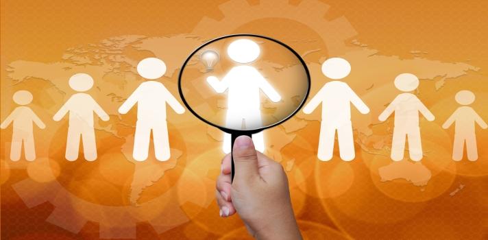 Llega en hora y establece contacto visual con tu entrevistador