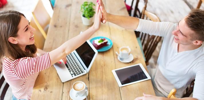 La relación con tus compañeros de trabajo puede mejorar con pequeñas actitudes.