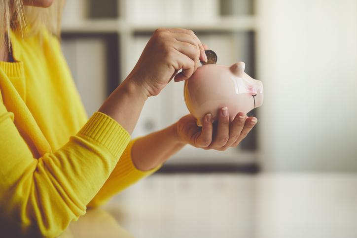 4 maneiras para os estudantes pouparem dinheiro