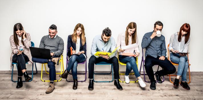 Las entrevistas pueden consistir en dinámicas grupales para que los recruiters puedan evaluar las competencias interpersonales de los candidatos relacionadas con el trabajo en equipo
