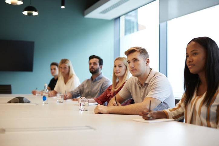 Cómo superar exitosamente tu próxima entrevista grupal