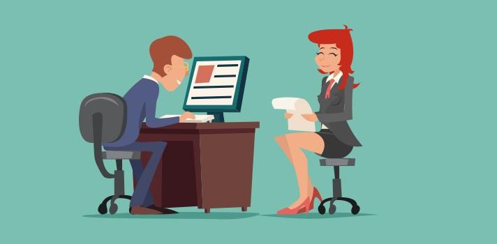 <p>Las entrevistas de trabajo exponen a los postulantes a <strong>situaciones de tensión</strong> que pueden provocar respuestas equivocadas. Toma nota y descubrecuáles son los <strong>errores más comunes</strong> durante un proceso de selección cara a cara y<strong> cómo hacer para evitarlos</strong>.</p><div class=help-message><h4>¿Buscas empleo?</h4><a href=https://empleo.universia.edu.pe/ingresarcandidato/ class=enlaces_med_generacion_cv button01 title=Más info target=_blank id=EMPLEO>Más info</a></div><p><strong>#1 Atuendo inapropiado</strong></p><p>La primera impresión es fundamental durante una entrevista de trabajo. El entrevistador debe ver en ti a un profesional capaz de llevar a cabo la tarea. Si bien el grado de formalidad en el atuendo depende del área de trabajo, es necesario priorizar la prolijidad y los detalles ante todo. Puedes estar a la moda, cómodo y respetando tu estilo sin dejar de lucir como un verdadero profesional.</p><p></p><p><strong>#2 Negatividad</strong></p><p>Las <strong>entrevistas de trabajo</strong> deben fluir con energía positiva de ambos lados. No importa qué sucede en tu vida personal, universitaria o incluso en tu actual trabajo. Es necesario evitar sensaciones negativas en el encuentro, ya que esto puede ser mal percibido por el reclutador. Los recién egresados deben estar preparados para aportar energía positiva e ideas constructivas. El optimismo es sinónimo de confianza por parte de los empleadores.</p><p></p><p><strong>#3 No administrar las palabras</strong></p><p>Las preguntas de una entrevista de trabajo te exponen a una situación de <strong>tensión</strong>. Sin embargo, es necesario encontrar un equilibrio en la longitud de la respuesta. La mejor alternativa es responder frases concretas, con información y simples. Recuerda que el entrevistador necesita datos suficientes para decidir si eres el adecuado para el puesto.</p><p></p><p><strong>#4 Falta de Información</strong></p><p>Estar <strong>desinformado</strong> es q