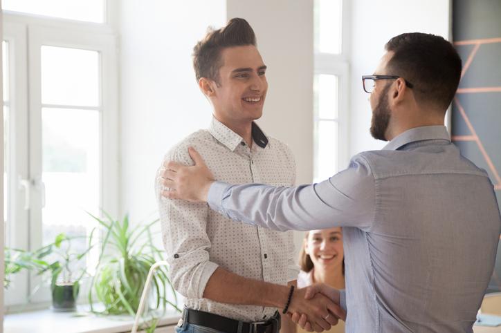 Os estágios remunerados são a melhor forma de aplicar os conhecimentos adquiridos em sala de aula à prática profissional e vivenciar o dia a dia da carreira escolhida pelo jovem universitário.