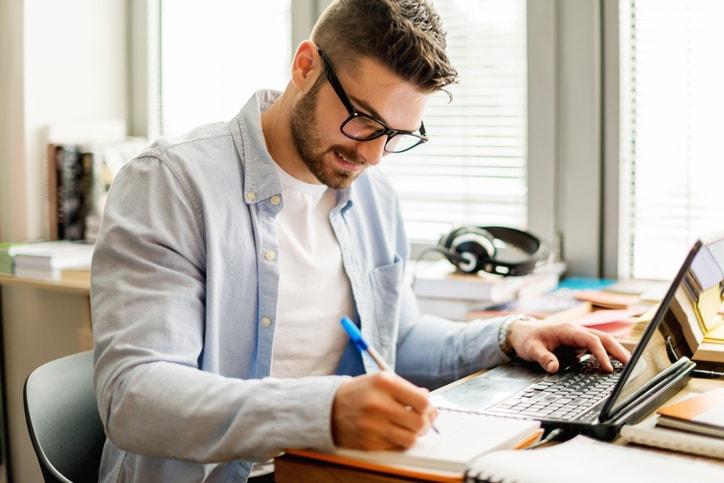 Estudiar y trabajar al mismo tiempo (y no morir en el intento)