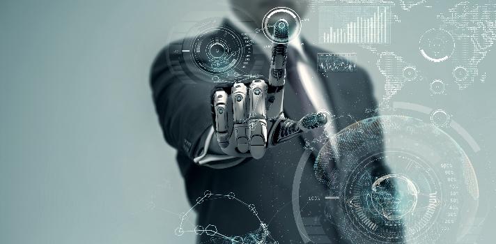 """<p>El <strong>avance tecnológico</strong> de las últimas décadas muestra un futuro prometedor, pero también uno de mucha <strong>incertidumbre en relación a ciertos ámbitos profesionales</strong>. El poder de la tecnología es indiscutible, pero da miedo. ¿Podrán las máquinas, como tanto lo muestra el cine de ficción, superarnos a tal punto de ocupar nuestro lugar en diferentes ámbitos de la vida? <strong>¿Pueden las nuevas tecnologías dejarnos sin trabajo mañana?<br/><br/></strong></p><p>El miedo se ha confirmado en algunos casos. <strong>La automatización de ciertas tareas ha dejado sin trabajo a millones de personas en el mundo</strong> y se estima que para dentro de diez años solo en Estados Unidos la mitad de los empleos estarán en riesgo de ser computarizados.<br/><br/></p><p>El acelerado desarrollo de la robótica y la inteligencia artificial amenaza cada día a más y más profesiones. Si <strong>buscamos qué estudiar</strong> para asegurarnos que en un futuro no seamos suplantados por una máquina, es importante saber <strong>cuáles son las ocupaciones con menos riesgo de ser desplazadas</strong>, pero ¿cómo saberlo?<br/><br/></p><p>Pensando en ayudar a resolver esta duda existencial es que se ha creado <strong>la web """"WILL ROBOTS TAKE MY JOB?""""</strong> que brinda información sobre <strong>las probabilidades que una profesión tiene de ser computarizada</strong>. El portal se sustenta con la información del informe titulado """"El futuro del empleo: ¿qué tan susceptibles son los trabajos a la computarización?"""" realizado por Carl Benedikt Frey y Michael A. Osborne en el cual se estudian al menos <strong>700 diferentes profesiones y sus posibilidades de ser computarizadas</strong>.</p><blockquote style=text-align: center;>Consulta el sitio <a href=https://willrobotstakemyjob.com/ target=_blank>WILL ROBOTS TAKE MY JOB?</a></blockquote><p>A través de esta página web podrás <strong>consultar cualquier profesión y saber cuál corre más riesgo de ser ocupada por una máquina """