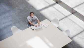 ¿Es bueno trabajar mientras se estudia en la universidad?