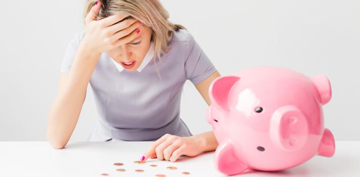¿Por qué las mujeres ahorran menos que los hombres?