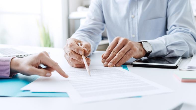 Tens de ter em atenção, porém, que nem tudo é objeto de negociação e que existem cláusulas no contrato de trabalho que são definidas por lei.