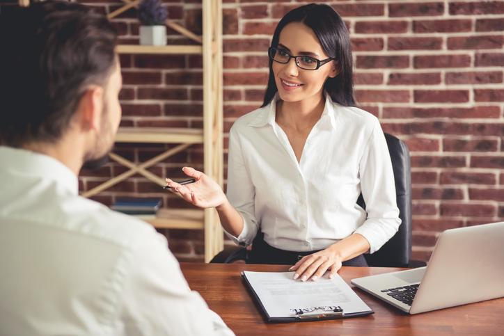 Prepare-se para perguntas frequentes em entrevistas de emprego e aumente as suas chances de conquistar a vaga desejada.