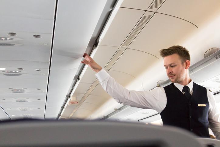 ¿Cuáles son los requisitos para ser azafata de vuelo?