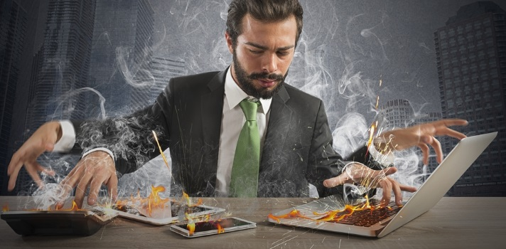 Los profesionales que hacen muchas tareas al mismo tiempo no siempre hacen todo bien