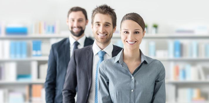<p>Las entrevistas de trabajo son una de las instancias más difíciles para los profesionales, donde deben demostrar no solo su <strong>capacidad para cubrir el puesto requerido</strong>, sino también sus <strong>ganas de ser parte de la empresa</strong>. Más allá de la experiencia profesional y los años de formación, muchas veces conseguir el puesto depende del <strong>desempeño que se tuvo en la entrevista</strong>, pero es difícil saber si la entrevista fue exitosa o no.<br/><br/></p><div class=help-message><h4>¿Buscas trabajo? Registra tu CV en Universia</h4><a href=https://www.universiaempleo.com/ingresarcandidato/ class=enlaces_med_generacion_cv button01 title=Más info target=_blank id=EMPLEO>Más info</a></div><p><br/>Las <strong>entrevistas de trabajo</strong> no son momentos placenteros para los profesionales. No solo hay que prepararse antes de tener la entrevista, es decir, investigar sobre la empresa, hallar la ropa adecuada y <a href=https://noticias.universia.net.mx/empleo/noticia/2015/02/12/1119944/entrevista-laboral-descubre-mejores-respuestas-10-preguntas-nunca-faltan.html target=_blank>pensar las preguntas que pueden hacerte</a>, sino que después hay que <strong>esperar hasta tener una devolución</strong> por parte de los reclutadores, y muchas veces esta espera se vuelve eterna.<br/><br/></p><p>La intuición a veces nos ayuda a saber si nuestra entrevista de trabajo fue exitosa y nos van a tener en cuenta para el cargo, pero otras veces <strong>no alcanza con intuir, sino que es necesario interpretar ciertas señales</strong> que nos fueron dadas en la propia entrevista. Estas nos ayudarán a saber cómo fue nuestro desempeño y cuáles son nuestras <strong>posibilidades de ser contratados</strong>.<br/><br/></p><h2><strong>Cómo saber si tuviste una entrevista de trabajo exitosa<br/><br/></strong></h2><p><strong>1- Fuiste parte de una conversación</strong></p><p>Si sentiste que más que en una entrevista estuviste en una charla, donde tanto tú como el recl