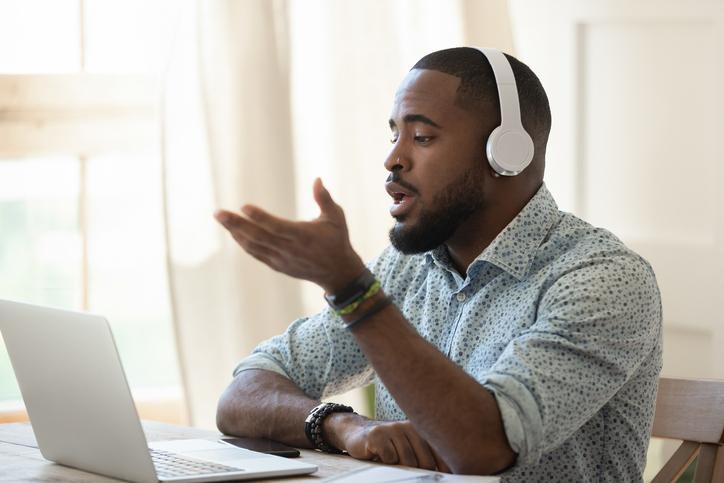 Consejos para que te contraten tras una vídeo entrevista de trabajo
