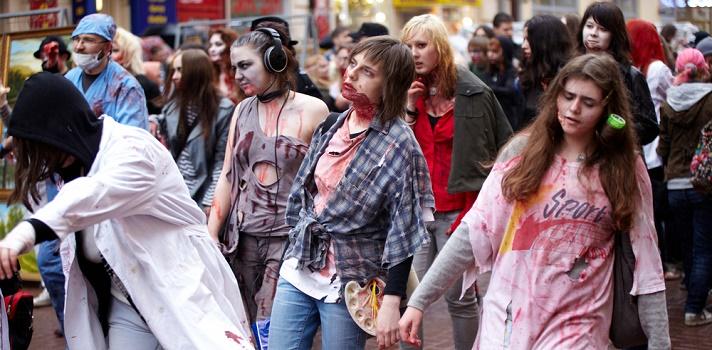 Los zombies laborales pasean por la oficina sin preocupaciones