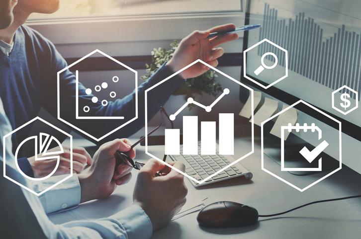 O profissional de business intelligence apoia a tomada de decisões nas empresas.