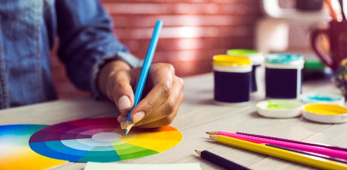 Profundiza tus conocimientos sobre diseño gráfico con esta cursos online gratuitos.