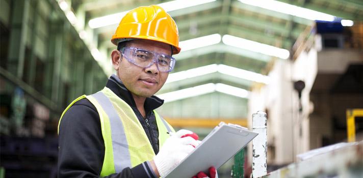 <p>La convocatoria está destinada a graduados de las <strong>carreras de Ingeniería Ambiental, Eléctrica, Industrial, Química, Mecánica y en Minas</strong>, que tengan <strong>menos de 27 años</strong> y cuenten con <strong>buen dominio de inglés</strong>.</p><p>Holcim es una empresa del rubro de la construcción, especializada en la producción y comercialización de Cemento, Hormigón Elaborado y Agregados Pétreos. Recientemente abrió su convocatoria a su <strong>Programa Jóvenes Profesionales</strong> dirigido a recién egresados para llevar adelante un importante proyecto en una de sus plantas de Campana (Buenos Aires), Malagueño (Córdoba), Mendoza y Puesto Viejo (Jujuy). Los candidatos seleccionados<strong> se desempeñarán en el área de logística y operaciones de la firma</strong>.</p><p>La <strong>duración del programa es de doce meses</strong> y para participar <strong>no es requisito tener experiencia laboral</strong> previa. Es sin dudas una gran oportunidad para hacer tus primeras armar en el mercado laboral y adquirir experiencia, con la posibilidad incluso de extender la práctica hasta los dieciocho meses.</p><p>Para participar, puedes postularte <a href=https://www.facebook.com/Holcim.AR.RRHH/app/195943780760528/ title=Programa Jóvenes Profesionales de Holcim target=_blank>aquí</a> o escribir a o escribe a <a href=mailto:jovenesprofesionales@lafargeholcim.com target=_blank>jovenesprofesionales@lafargeholcim.com</a></p><p></p><div class=lead><h3>Guía para superar con éxito un proceso de selección</h3><img src=https://imagenes.universia.net/gc/net/images/negocios/g/gu/gui/guia-para-superar-con-exito-un-proceso-de-seleccion.jpg alt=title= class=alignleft/><p>Una completa guía sobre todo lo relacionado con el acceso a un puesto de trabajo, desde la elaboración de un CV hasta los tipos de entrevistas</p><div class=clearfix></div><p><a href=/downloadFile/1144656 class=enlaces_med_registro_universia button button01 title=Guía para superar con éxito un proceso de se