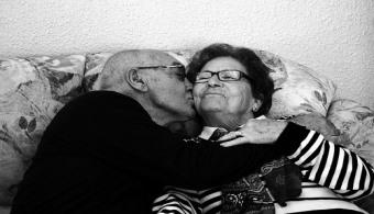 ¿Qué influencia tiene la universidad en la salud e inteligencia emocional de las personas mayores?