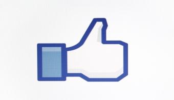<p style=text-align: justify;>Son muchos los profesionales que necesitan de <strong><a href=https://www.facebook.com rel=me nofollow>Facebook</a></strong> para trabajar. Es que en esta <strong>red social</strong> se comparte mucha información y es un medio donde pueden contactarse clientes con facilidad. Sin embargo, es indiscutible que ingresar a este sitio de forma permanente resulta una importante <strong>fuente de distracción</strong>. </p><p style=text-align: justify;></p><p style=text-align: justify;><strong>Lee también</strong></p><p style=text-align: justify;><br/><a style=color: #ff0000; text-decoration: none; title=Los Smartphones se convierten en la mayor distracción en el trabajo href=https://noticias.universia.net.co/actualidad/noticia/2014/11/17/1115139/smartphones-convierten-mayor-distraccion-trabajo.html>» <strong>Los Smartphones se convierten en la mayor distracción en el trabajo</strong></a><br/><a style=color: #ff0000; text-decoration: none; title=Cómo controlar el tiempo que pasas en Facebook href=https://noticias.universia.net.co/en-portada/noticia/2013/01/07/991681/controlar-tiempo-pasas-facebook.html>» <strong>Cómo controlar el tiempo que pasas en Facebook</strong></a><br/><a style=color: #ff0000; text-decoration: none; title=El uso de Facebook puede desatar envidia y depresión entre sus usuarios href=https://noticias.universia.net.co/en-portada/noticia/2013/01/24/997581/uso-facebook-puede-desatar-envidia-depresion-usuarios.html>» <strong>El uso de Facebook puede desatar envidia y depresión entre sus usuarios</strong></a></p><p style=text-align: justify;></p><p style=text-align: justify;>En base a ello, el grupo de profesionales a cargo de <strong>Facebook</strong> tomó conciencia de la situación y propuso una solución: crear <strong>Facebook at Work.</strong></p><p style=text-align: justify;></p><p style=text-align: justify;><strong>Facebook at Work</strong> es una nueva versión de <strong>Facebook</strong> que, al parecer, es ideal para usar