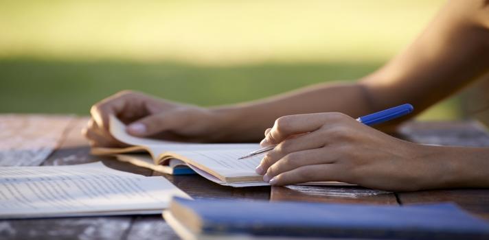 ¿Sabías que alejarte de tu escritorio para estudiar puede ser positivo?