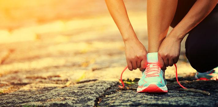 Caminar no solo sirve para moldear la figura, sino también para mejorar la salud