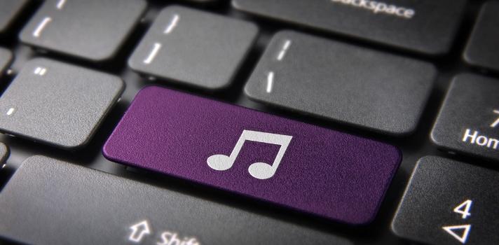 Si se escucha una canción con letra, es probable que las personas se concentren más en ella que en lo que están estudiando.