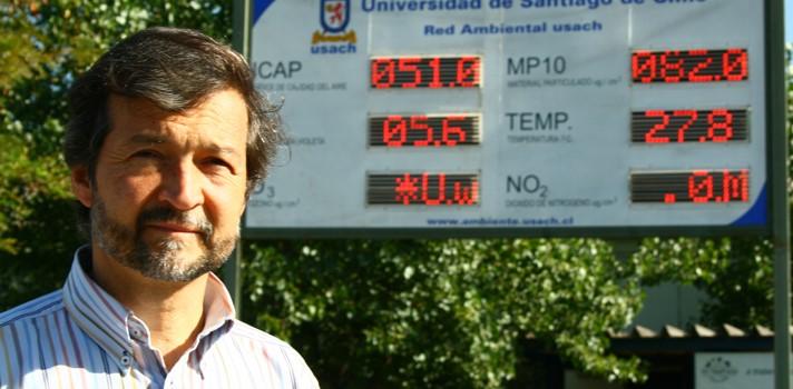 Dr. Ernesto Gramsc, especialista en contaminación y académico de la Usach