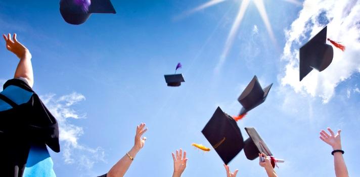 Universitarios chilenos se titulan en promedio a los 28 años