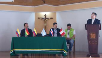 <p style=text-align: justify;><strong><a href=https://www.uco.edu.co/web/portal/home.html rel=me nofollow> Universidad Católica de Oriente (UCO)</a></strong>se sumó a los lugares que recibieron la<strong> visita de la Misión Internacional en noviembre</strong>. Los delegados que la integraron realizaron un recorrido desde el área metropolitana de Medellín para continuar con el municipio de Guatapé.</p><p style=text-align: justify;><br/><br/></p><p style=text-align: justify;><strong style=font-size: 15px;>Lee también</strong><span style=font-size: 15px;></span></p><p style=text-align: justify;><a style=color: #ff0000; text-decoration: none; title=Orienta href=https://orientacion.universia.net.co/>» <strong> ¿Aún no sabes qué carrera estudiar? Visita el Orienta: un portal donde encontrarás información detallada sobre carreras disponibles, campo laboral y mucho más</strong></a></p><p style=text-align: justify;><br/><br/></p><p style=text-align: justify;>La UCO muestra como proyecto social a nivel internacional. La casa de estudios recibió la visita de 50 delegados de distintos países de Latinoamérica y el cónsul de Italia en Medellín. <strong>Se presentaron los diferentes proyectos que tiene la Universidad para fortalecer el tejido social de la región del Oriente Antioqueño</strong>.</p><p style=text-align: justify;></p><p style=text-align: justify;>En la presentación, Monseñor Darío Gómez, rector de la UCO, expuso lo que hace diferente a la institución frente a otras universidades y compartió la filosofía que forma a los estudiantes, y abrió las puertas de la Universidad Católica de Oriente a los sueños de todos los jóvenes de la región.</p><p></p>