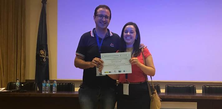 Raúl Martín e Irene García-Camacha recibiendo el premio de la Red Nacional de Bioestadística
