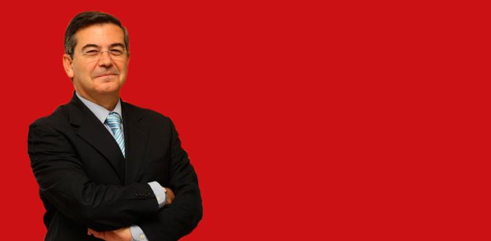 """<p style=text-align: justify;>Del 22 al 24 de abril tendrá lugar el Congreso Building Universities Reputation, en España. Durante el evento los presentes discutirán sobre el concepto de reputación universitaria y su importancia en la realidad actual. En este contexto, Juan Manuel Mora García de Lomas, vicerrector de Comunicación de la <strong><a href=https://internacional.universia.net/espanya/unav/residencias_esp.htm>Universidad de Navarra</a></strong>, afirmó que el principal objetivo para las universidades debe ser el factor cualitativo.</p><p style=text-align: justify;></p><p><strong>Lee también</strong><br/><a style=color: #666565; text-decoration: none; title=Cada vez más jóvenes optan por estudiar en la UdelaR>» <strong>Cada vez más jóvenes optan por estudiar en la UdelaR</strong></a><br/><a style=color: #666565; text-decoration: none; title=Infografía: Los cambios previstos para la educación mundial>» <strong>Infografía: Los cambios previstos para la educación mundial</strong></a></p><p style=text-align: justify;></p><p style=text-align: justify;>Rectores, altos cargos universitarios, académicos, principales rankings internacionales, consultoras, gestores universitarios y miembros de la Administración se reunirán en España durante tres días en el foro internacional Building Universities' Reputation 2015. Los principales temas a abordar son la reputación de las universidades, la reputación en general, los rankings de las universidades, la comunicación y la gestión de la educación en general.</p><p style=text-align: justify;></p><p style=text-align: justify;><strong>La importancia de brindar educación de calidad</strong></p><p style=text-align: justify;><strong>""""El reto actual quizá ya no es cuantitativo, sino cualitativo: cualificar la docencia, la investigación y la transferencia.</strong> Desde otro punto de vista, cualificar la aportación que las universidades pueden hacer en esos tres ámbitos"""" afirmó el vicerrector de Comunicación de la Universidad de Nav"""