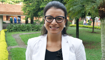 """<p style=text-align: justify;><strong>La profesora Lina Fernanda Buchely</strong>, Ph.D en Derecho de la <strong><a title=Universidad de los Andes href=https://estudios.universia.net/colombia/institucion/universidad-los-andes target=_blank>Universidad de los Andes</a></strong>, politóloga y abogada de la misma universidad, magister en Derecho de <strong><a title=University of Wisconsin Madison href=https://www.wisc.edu/ target=_blank>University of Wisconsin Madison</a></strong>ydirectora del grupo de Género y profesora del programa de Derecho de la <strong><a title=Universidad Icesi href=https://estudios.universia.net/colombia/institucion/universidad-icesi target=_blank>Universidad Icesi</a></strong>fue premiada por su trabajo<strong> """"Bureaucratic Activism- The Daily Construction on the Rule of Law"""" </strong>con el galardón """"Audre Rapoport Prize for Scholarship on Gender and Human Rights"""" que otorga el Centro de Derechos Humanos en Estados Unidos.<br/><br/></p><p style=text-align: justify;></p><p style=text-align: justify;><a style=color: #ff0000; text-decoration: none; title=CIVEP href=https://civep.universia.net.co/>» <strong>Visita CIVEP, el Campus Iberoamericano Virtual de Estudios de Posgrado donde podrás encontrar toda la información sobre la oferta de estudios de posgrados del país</strong></a></p><p style=text-align: justify;><span style=color: #ff0000;></span></p><p style=text-align: justify;></p><p style=text-align: justify;><strong>Este artículo resume los principales hallazgos de la tesis doctoral de la profesora Buchely sobre el estudio de caso de las madres comunitarias en tres localidades de Bogotá</strong>.</p><p style=text-align: justify;></p><p style=text-align: justify;>Junto al paper de la profesora Lina, se presentaron 29 trabajos de 11 países, que fueron evaluados por árbitros de la Universidad de Texas y de otras instituciones. El premio consiste en la publicación del paper en el Working Paper Series del Centro Rapoport y 1.000 dólares.</p><p"""