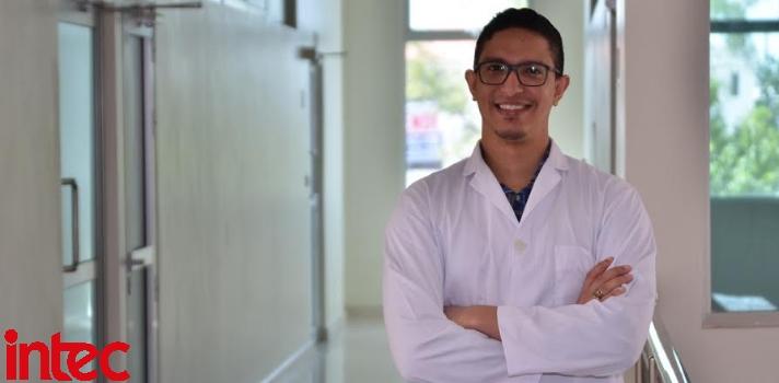 Médico egresado del INTEC seleccionado entre 12 mil para cursar especialidad en España