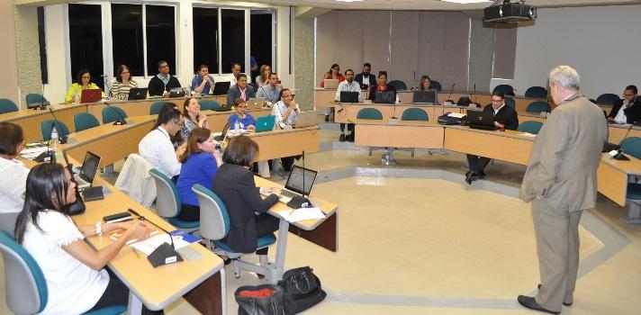 Seminario de la PUCMM orientado al proceso de diseño y construcción de un MOOC