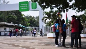"""<p style=text-align: justify;>La <strong><a href=https://www.universia.net.co/universidades/universidad-industrial-santander-bucaramanga/in/11454>Universidad Industrial de Santander</a></strong>está entre las 100 mejores universidades de América Latina y las 10 mejores de Colombia, según """"ranking"""" anual r<strong>ealizado por la consultora británica Quacquarelli Symonds.</strong></p><p style=text-align: justify;></p><p style=text-align: justify;></p><p><strong>Lee también</strong><br/><a style=color: #ff0000; text-decoration: none; title=5 universidades colombianas entre las mejores 50 de Latinoamérica href=https://noticias.universia.net.co/en-portada/noticia/2014/03/11/1087107/5-universidades-colombiana s-mejores-50-latinoamerica.html>» <strong>5 universidades colombianas entre las mejores 50 de Latinoamérica </strong></a><br/><a style=color: #ff0000; text-decoration: none; title=Las 10 mejores universidades de Colombia según QS Ranking href=https://noticias.universia.net.co/en-portada/no ticia/2014/05/29/1097706/10-mejores-universidades-colombia-segun-qs-ranking.html>» <strong>Las 10 mejores universidades de Colombia según QS Ranking </strong></a><br/><a style=color: #ff0000; text-decoration: none; title=U-Sapiens presenta las 10 universidades colombianas destacadas en investigación href=https://noticias.universia.net.co/actualidad/noticia/2014/09/12/1111355/u-sapiens-presenta-10-univ ersidades-colombianas-destacadas-investigacion.html>» <strong>U-Sapiens presenta las 10 universidades colombianas destacadas en investigación </strong></a></p><p style=text-align: justify;></p><p style=text-align: justify;><br/><br/>Reputación académica, <strong>citas por artículos, investigaciones por facultad, personal docente</strong> con doctorado e impacto en internet, fueron algunos de los indicadores tenidos en cuenta al momento de realizar la clasificación.</p><p style=text-align: justify;><br/><br/>La UIS figura como la mejor institución de educación superior de la región Ori"""
