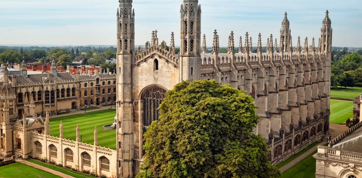 <p>¿Te gustaría <strong>estudiar en el extranjero</strong>? Si eres profesional de grado paraguayo puedes postular a una <strong>Beca Chevening</strong> ofertada por el <strong>Gobierno de Reino Unido</strong> y el <strong>Ministerio de Relaciones Exteriores</strong> para estudiar una maestría durante el período académico 2016-2017 en una universidad del Reino Unido. Para postular hay tiempo hasta el <strong>3 de noviembre de 2015</strong>.</p><blockquote style=text-align: center;><br/>¿Buscas becas en Paraguay? Ingresa a nuestro <a href=https://becas.universia.com.py/>Portal de Becas</a>y entérate de todas las convocatoria vigentes</blockquote><p>Los <strong>requisitos para postular</strong> son tener la nacionalidad paraguaya, contar con el título de grado universitario, tener dos años de experiencia laboral, cumplir con el <a href=https://www.chevening.org/apply/english-language-requirement>nivel de inglés exigido por Chevening</a>y comprometerse a regresar a Paraguay una vez terminada la maestría.</p><p></p><p>Las becas Chevening cubren un costo total de la <strong>matrícula del programa de estudios</strong>, un apoyo mensual para <strong>gastos de vida</strong>, <strong>seguro médico</strong>, subsidio para <strong>gastos de viaje</strong> y <strong>apoyo para la tesis</strong> y demás gastos de estudio.</p><p></p><p>Si bien los interesados pueden postular a cualquier área de conocimiento, las prioridades estarán en carreras como Ciencias económicas, Energía, Ingeniería, Finanzas, Relaciones internacionales, Petróleo y gas, Política pública y Ciencia e Innovación.</p><p></p><blockquote style=text-align: center;>Si quieres enterarte de más detalles sobre esta beca ingresa a la <a href=https://becas.universia.com.py/beca/becas-para-estudiar-un-master-en-reino-unido/240041>convocatoria completa</a>en nuestro Portal de Becas</blockquote><p></p>