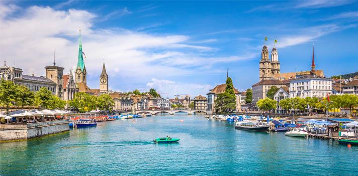 <p>Como todos los años, la Confederación Suiza lanzó su <strong>programa Becas de Excelencia Gubernamental 2017-2018 </strong>con el objetivo de promover el intercambio y la investigación entre Suiza y más de 180 países de todo el mundo. El programa está <strong>dirigido a jóvenes investigadores que tengan estudios de maestría o doctorado</strong> que estén interesados en postular en alguna de las <strong>tres convocatorias que ofrece</strong>, que son: becas para estudios de doctorado (PhD), becas para estudios de posdoctorado, o becas de investigación. <strong>Pueden postularse candidatos de cualquier campo de estudios</strong>. En todos los casos el plazo para postular vence el 15 de noviembre de 2017 y las becas comienzan el 1 de septiembre de 2018.<br/><a href=https://usuarios.universia.net/registerUserComplete.action class=enlaces_med_registro_universia title=Regístrate en Universia target=_blank id=REGISTRO_USUARIOS></a></p><blockquote style=text-align: center;><a href=https://usuarios.universia.net/registerUserComplete.action class=enlaces_med_registro_universia title=Regístrate en Universia target=_blank id=REGISTRO_USUARIOS>Registrate</a><span></span><span>para recibir información sobre becas, ofertas de trabajo y pasantías, cursos online gratuitos y más</span></blockquote><p><strong>Becas para argentinos interesados en estudiar en Suiza</strong></p><p>A continuación, veremos las convocatorias disponibles para ciudadanos argentinos que ofrece la Confederación Suiza.<strong><br/><br/></strong></p><div class=caja-destacada><h3><strong>Becas de doctorado (PhD)<strong>del Gobierno de Suiza</strong></strong></h3><p><strong>Finalidad de la beca</strong></p><p>Dirigida a <strong>estudiantes de posgrado de buen nivel académico y de cualquier campo de estudios</strong>, que estén interesados enrealizar estudios de doctorado en una de las diez universidades cantonales, uno de los dos Institutos Federales de Tecnología o en un instituto de investigación y enseñanza p