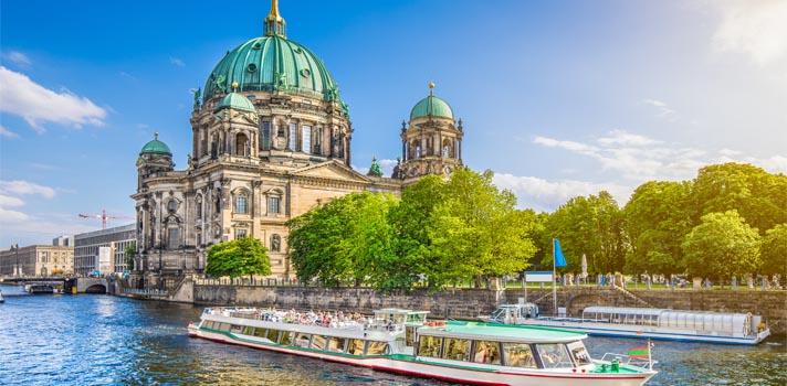 Catedral de Berlín (Berliner Dom) en las proximidades del Río Spree.